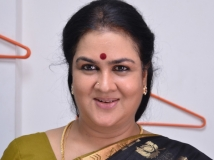 https://www.filmibeat.com/img/2016/11/urvashi-misbehaves-17-1479369240.jpg