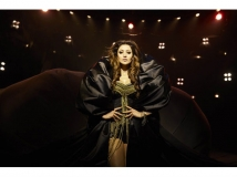 https://www.filmibeat.com/img/2016/12/urvashi-rautela-hot-item-song-in-kaabil-will-be-a-trademark-party-song-13-1481628319.jpg