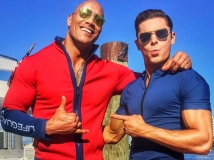 https://www.filmibeat.com/img/2017/01/dwayne-johnson-and-zac-efron-to-visit-india-for-bay-watch-promotion-17-1484646504.jpg
