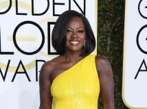 https://www.filmibeat.com/img/2017/01/golden-globe-awards-2017-viola-davis-wins-golden-globes-for-the-first-time-09-1483947058.jpg