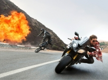 https://www.filmibeat.com/img/2017/02/breaking-stereotype-mission-impossible-6-is-not-about-a-new-mission-21-1487657250.jpg
