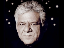 https://www.filmibeat.com/img/2017/02/oscars-2017-om-puri-family-overwhelmed-by-the-special-tribute-28-1488258490.jpg