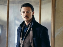 https://www.filmibeat.com/img/2017/03/i-would-love-to-work-in-bollywood-says-luke-evans-02-1488457525.jpg