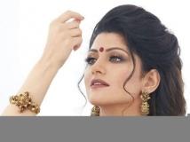 https://www.filmibeat.com/img/2019/04/radhika-kumaraswamy-710x400xt-1556083094.jpg