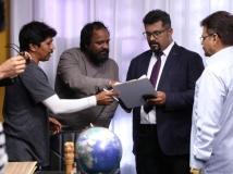 https://www.filmibeat.com/img/2019/05/raghu-1557141519.jpg