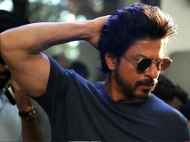 https://www.filmibeat.com/img/2019/06/shahrukh-khan-had-ripped-apart-amar-singh-for-making-suhana-cry-asking-gauri-khan-to-apologize-1559909549.jpg