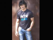 https://www.filmibeat.com/img/2019/06/vidyut-jamwal-1560848812.jpg