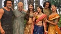 https://www.filmibeat.com/img/2019/10/kriti-sanon-1571482184.jpg