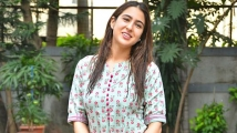 https://www.filmibeat.com/img/2019/12/sara-ali-khan-in-kurta-set-2-1366x768-1575480169.jpg
