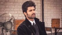https://www.filmibeat.com/img/2019/12/vijaydeverakonda-1576648509.jpg