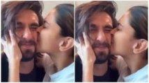 https://www.filmibeat.com/img/2020/05/ranveer-singh-and-deepika-padukone-set-major-couple-goals-with-this-new-video-1590341633.jpg