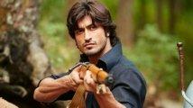 https://www.filmibeat.com/img/2020/07/vidyut-jammwal-1594647380.jpg