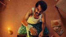 https://www.filmibeat.com/img/2020/08/dulquer-salmaan-s-maniyarayile-ashokan-to-release-on-netflix-for-thiruvonam-1598485732.jpg