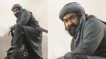 https://www.filmibeat.com/img/2020/08/mohanlal-s-new-still-from-marakkar-arabikadalinte-simham-wins-the-internet-1597341822.jpg