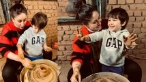 https://www.filmibeat.com/img/2020/11/taimur-ali-khan-enjoys-pottery-making-with-mom-kareena-kapoor-khan-pictures-win-the-internet-1606239543.jpg