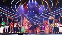 https://www.filmibeat.com/img/2020/12/indian-idol-12-grand-premiere-highlights-the-top-15-contestants-impress-with-their-performances-1608419437.jpg