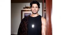 https://www.filmibeat.com/img/2021/09/sidharth-malhotra1-1631801135.jpg