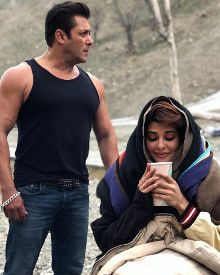 New Still From The Sets Of Race 3 Is Too Cute To Handle!