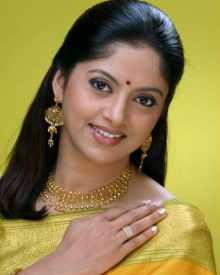 Nadhiya Biography, Wik...