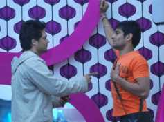 Bigg Boss 5: Siddharth begs inmates to nominate him for captaincy