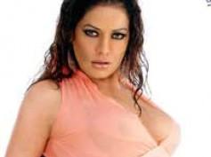 Poonam Jhawer is Internet Queen