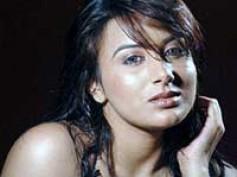 Pooja Gandhi debuting in Bollywood movie