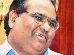 Satish Kaushik's smart move saves Teree Sang