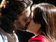 Arti's hot kiss for Neelaveni