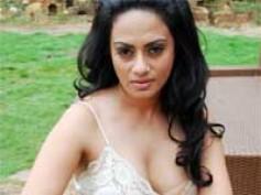 Shikha to do nude scene in The Three Kings
