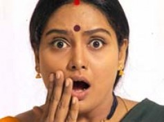 Shruthi kicks Chandrachood out of her house?