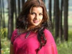 Madhu Sharma starts her blog