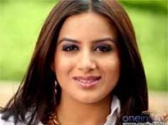 Pooja Gandhi set to replace Honey Rose