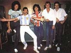 Queen to quit longtime label EMI