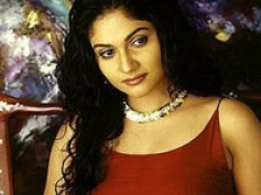 Gracy Singh marries in a moving car