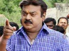 Vijayakanth decides to fulfill MGR's dream