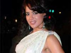I am not running away from glamour - Sameera Reddy