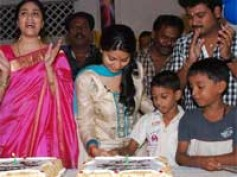 Sneha celebrates her 29th birthday at Balavihar