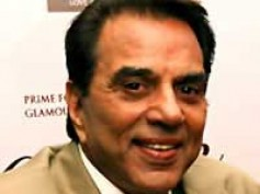 Dharmendra turns lyricist for Yamla Pagla Deewana