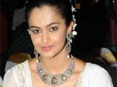 Bangalore girl Shubra Aiyappa debuts in Tollywood