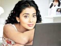 Shreya Saran finds intelligent question from Twitter!
