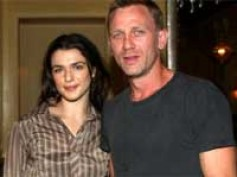 Daniel Craig, Rachel Weisz 'look cozy' during Christmas