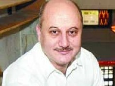 Anupam Kher adamant on playing a blind man