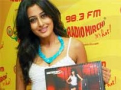 Nidhi Subbaiah launches South Scope 2011 calendar