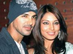 John-Bipasha not breaking up!