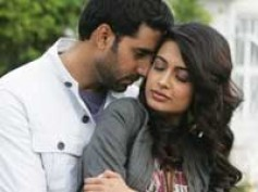 Abhishek helps Sarah with love making