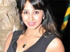 Sanjjana goes topless for Dushasana