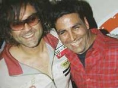 Akshay-Bobby's wild bike ride to Thank You premier
