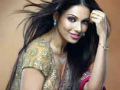Bipasha gets too close to Pearl Harbour star