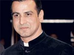 Ronit Roy plays the bad daddy again