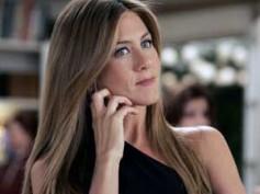 Jennifer Aniston strips in Horrible Bosses trailer